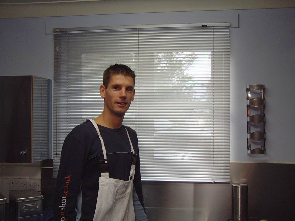 Sam Dunster fitting blinds for 60min makeover
