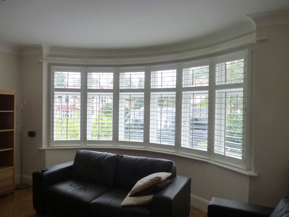 6 section round lounge bay fitted with shutters
