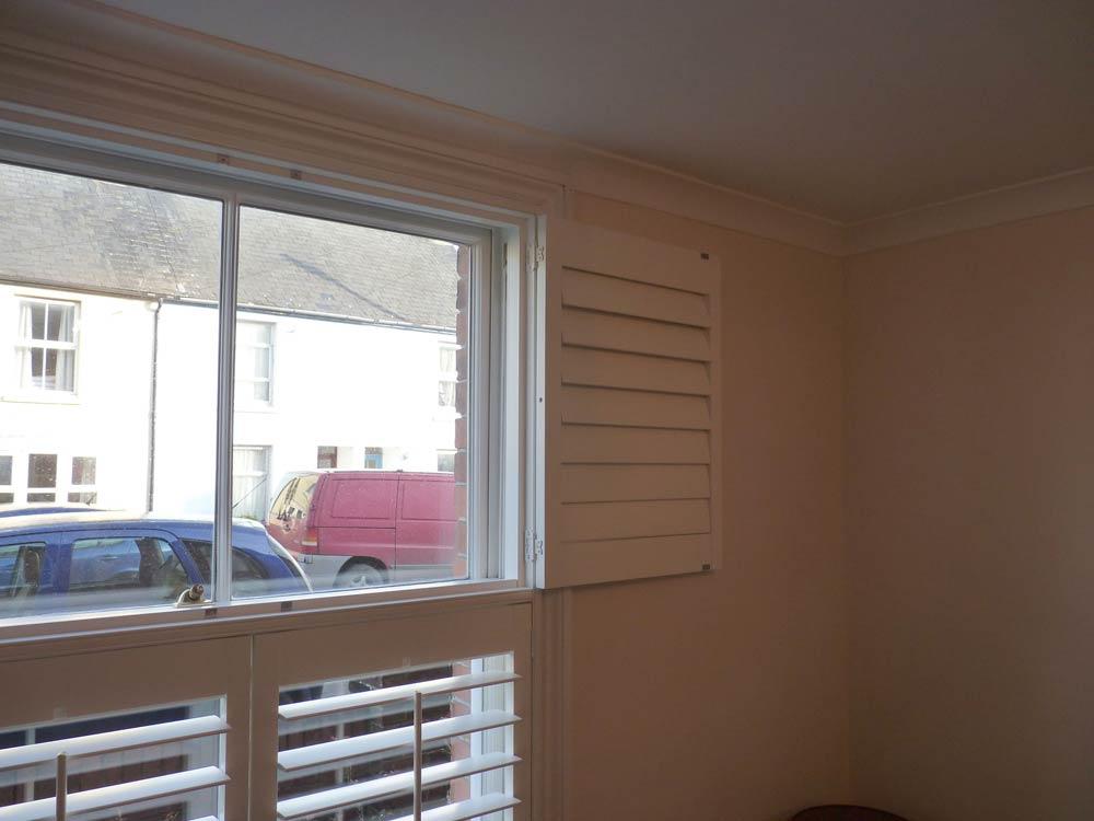 Wide shutter folding back