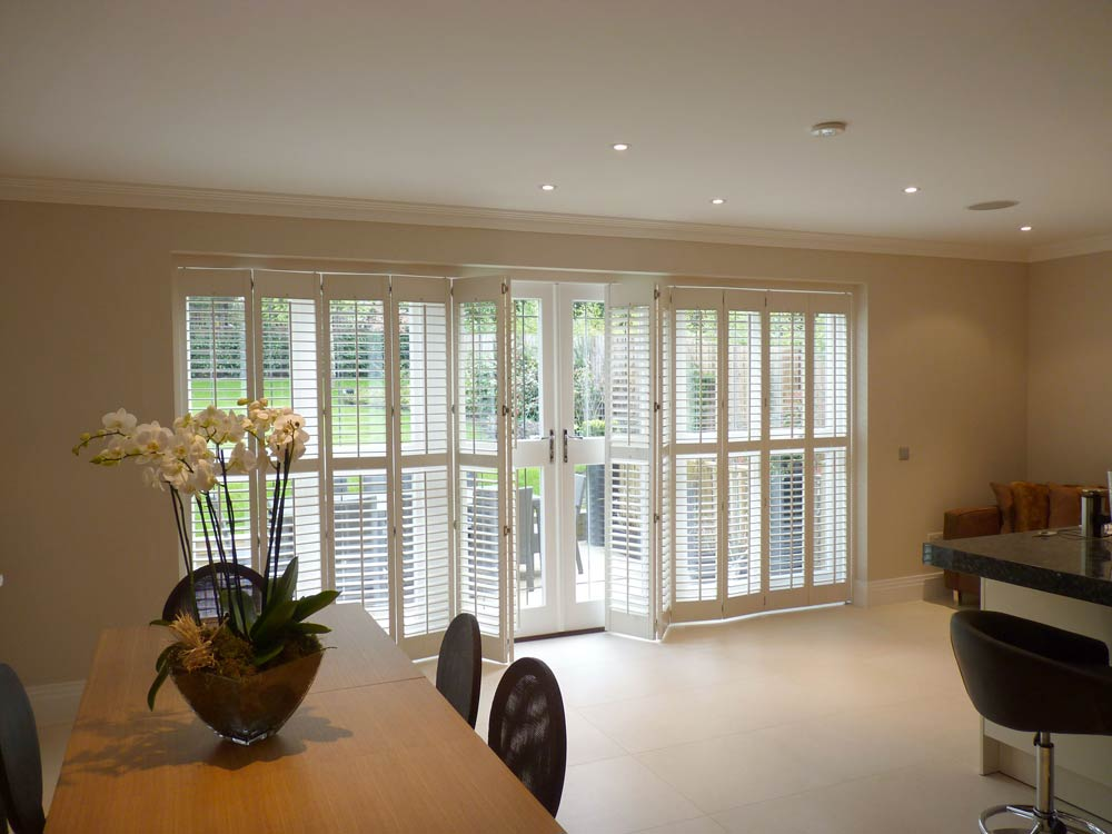 12 tracked shutters in the kitchen