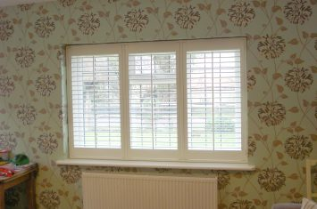 Opening interior shutters with Tposts