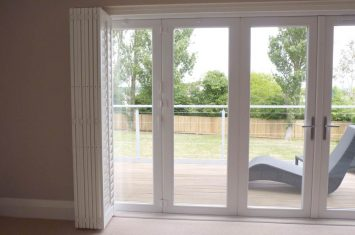How track plantation shutters open & close