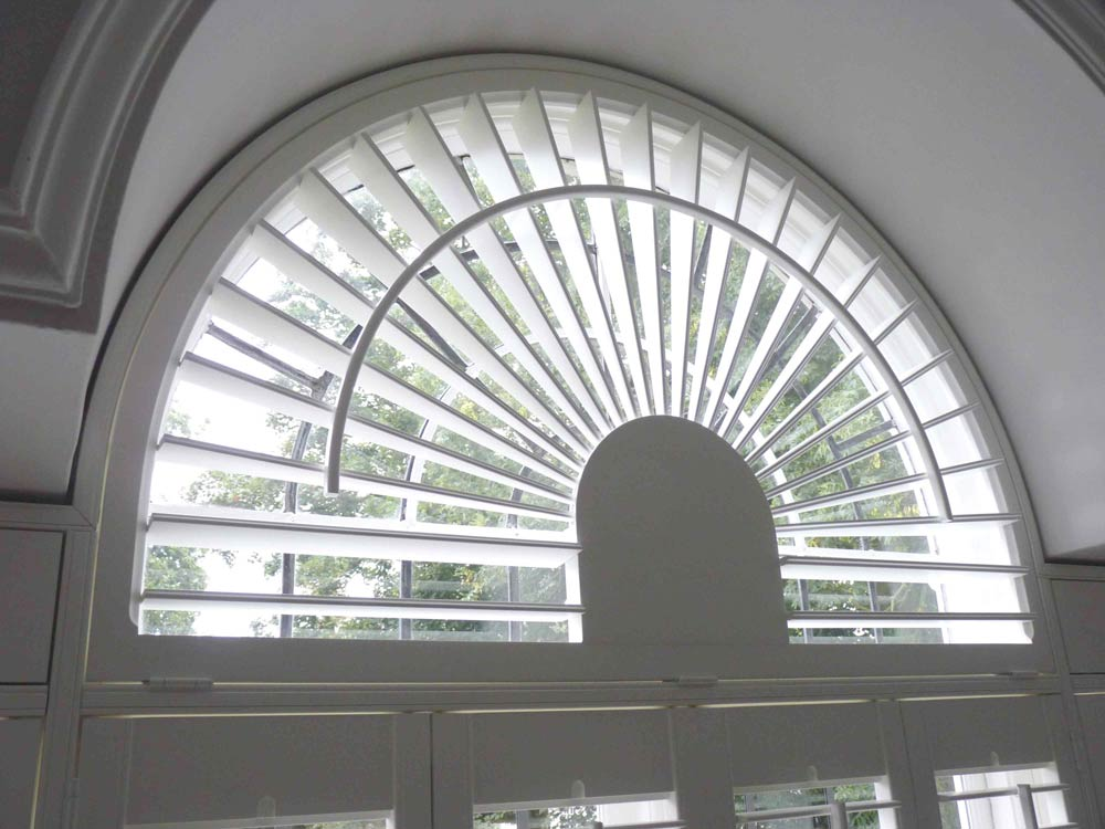 Window shutter with the curved control rod option