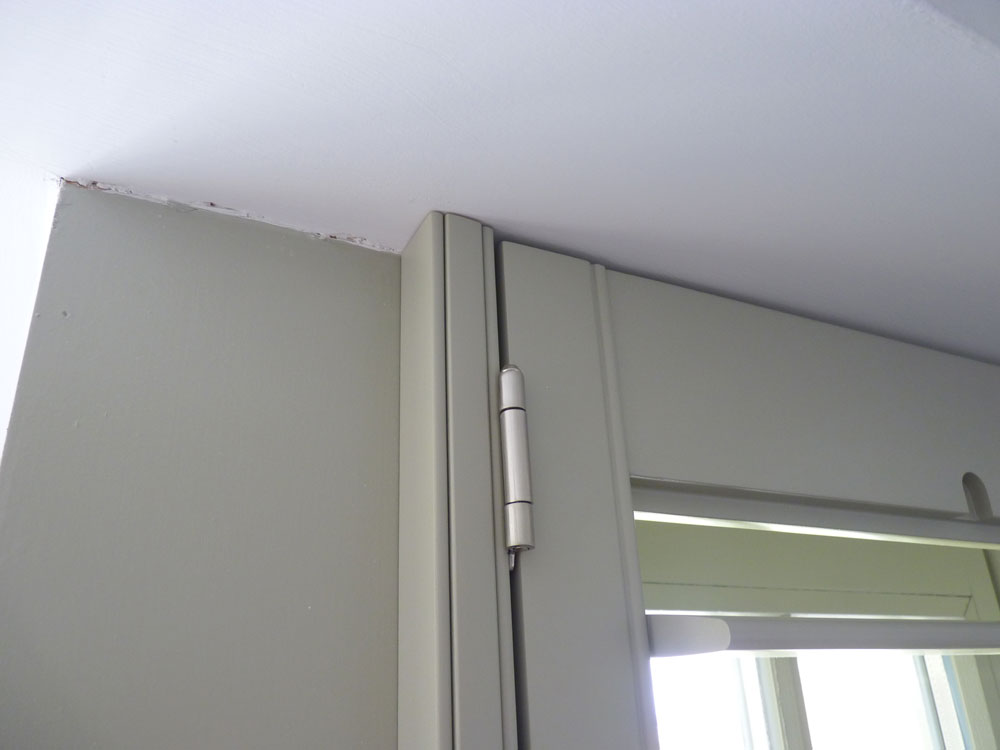 Shutter panel fitted with hang strips